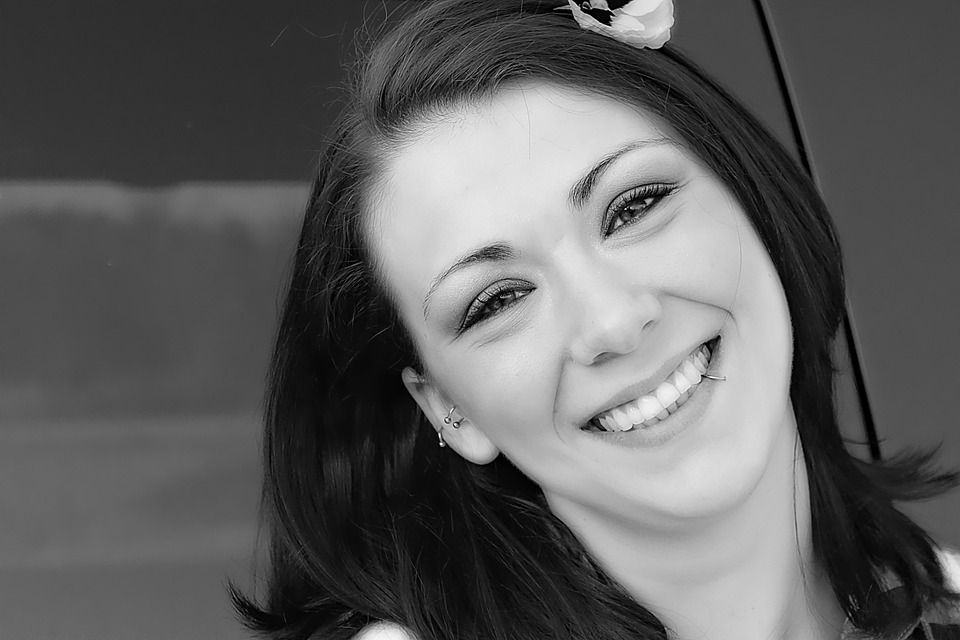 60657 Dentist | Are Dental Veneers Right for Me?